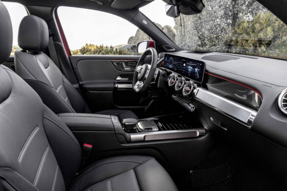 """Mercedes-AMG GLB 35 4MATIC – nâng tầm sức mạnh cho """"tiểu G-Class"""""""