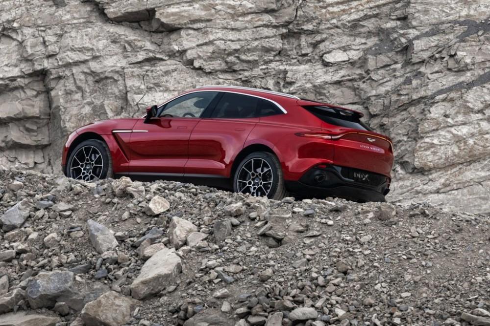 Lamborghini Urus đối đầu Aston Martin DBX