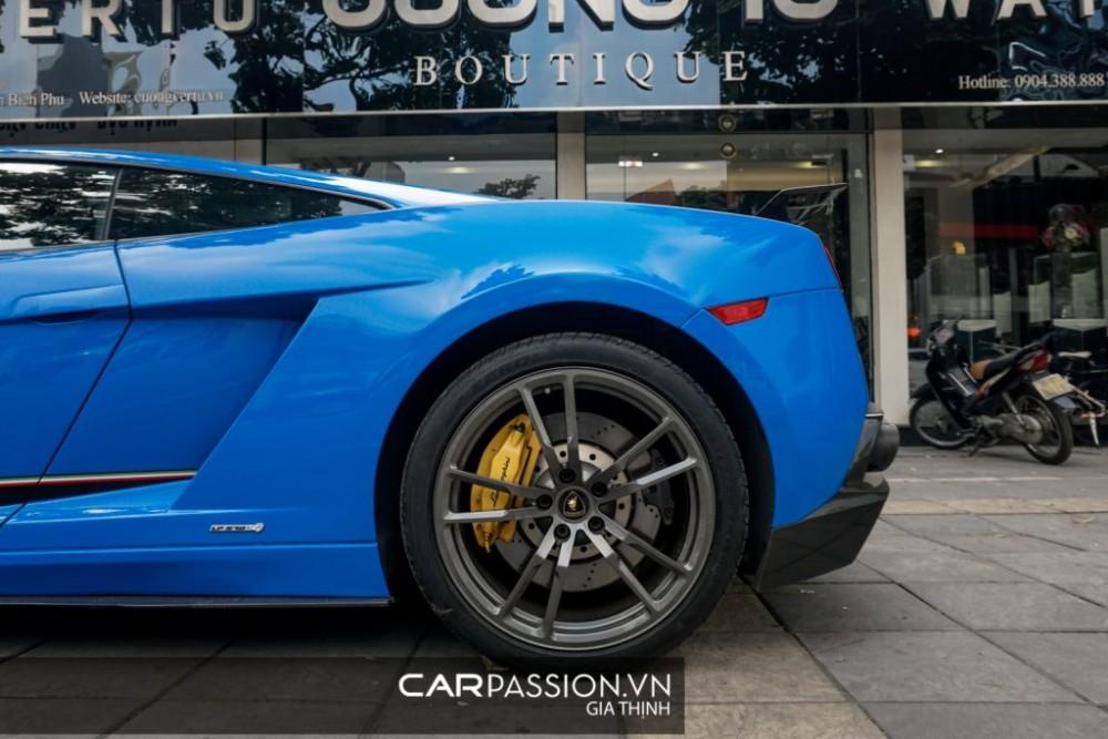 "Lamborghini Gallardo LP570-4 Superleggera thay ""áo"" mới đón Tết"