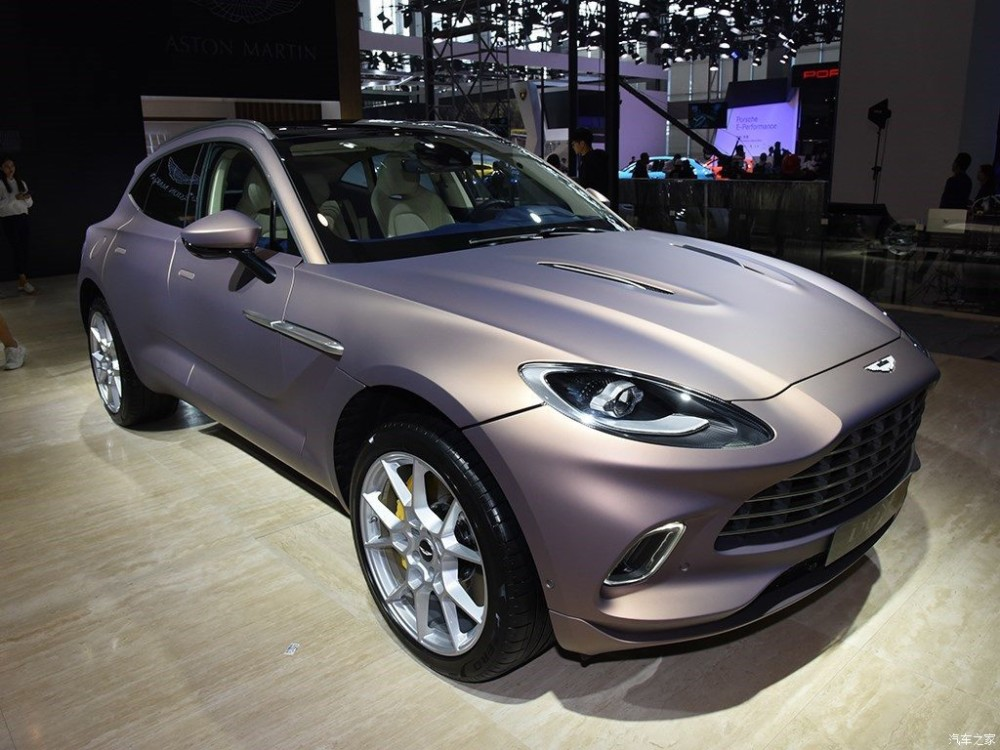 Khám phá Aston Martin DBX với màu sơn đặc biệt