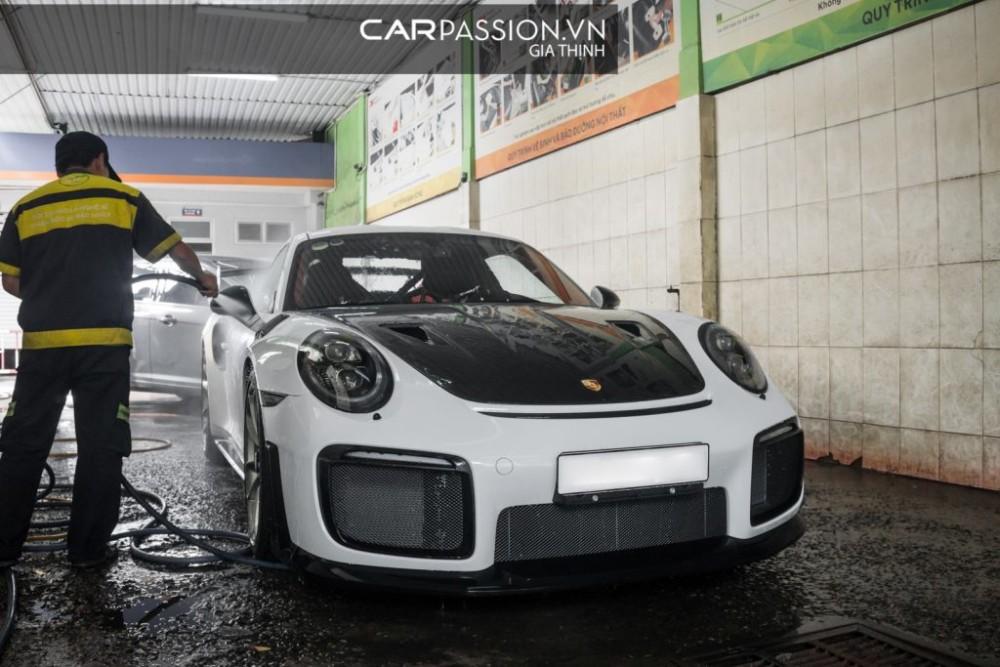 Chi tiết Porsche 911 GT2 RS màu Carrera White tại Sài Gòn