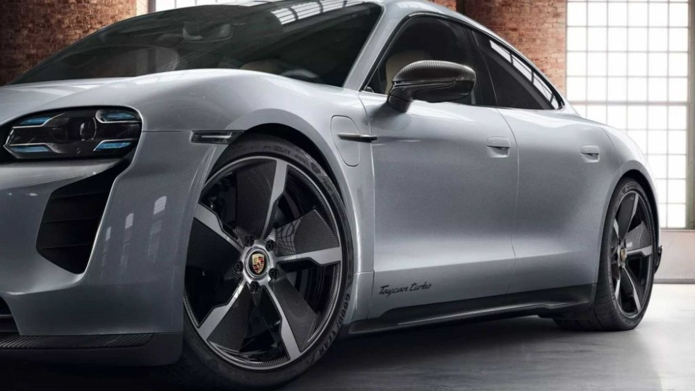 Porsche ra mắt những nâng cấp ngoại hình đầu tiên cho xe điện Taycan