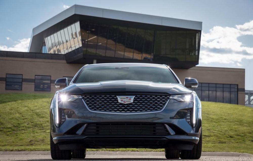 """Cadillac tiết lộ """"tất tần tật"""" về sedan CT4 2020 trước ngày ra mắt"""
