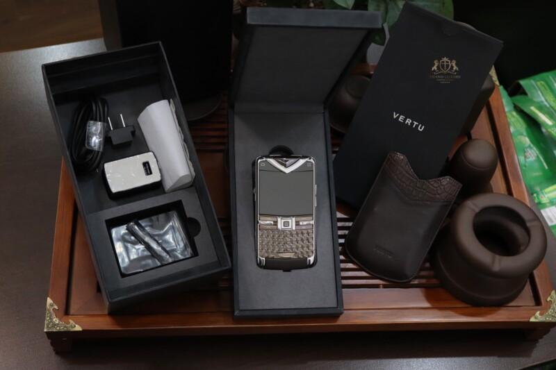 Vertu Constellation Quest Brown Original Full Box 100 New 99