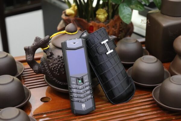 Vertu Signature S Pure Black Dragon Limited 136 150